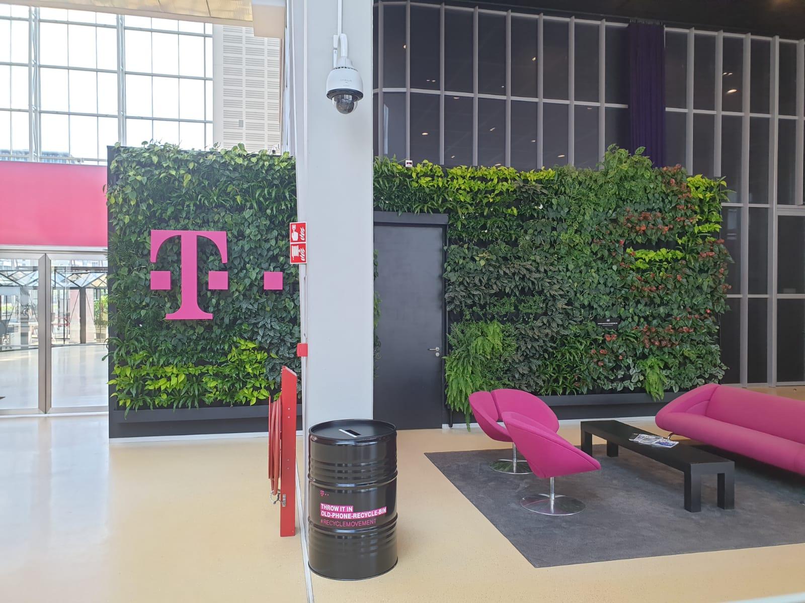 Groene wand T-Mobile